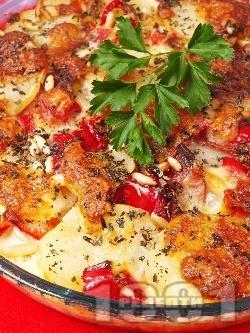 Запеканка от картофи, чушки, колбас, сметана, яйца и сирене моцарела - снимка на рецептата